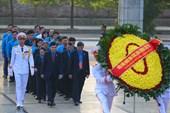 Video: Đoàn Chủ tịch Tổng LĐLĐVN và đại biểu dự Đại hội Công đoàn viếng Chủ tịch Hồ Chí Minh, dâng hương tưởng niệm các Anh hùng liệt sĩ