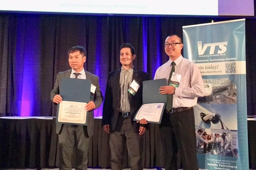 Nhóm tác giả nghiên cứu nhận giải thưởng tại hội nghị quốc tế về ôtô.