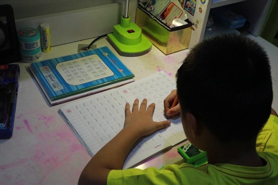 Phụ huynh có con học sách Tiếng Việt Công nghệ giáo dục lên tiếng giữa hàng loạt tranh cãi.