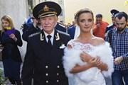 Tài tử tuổi U90 ly hôn vì vợ trẻ kém 60 tuổi sợ cuộc sống nghèo khó