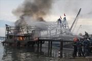 Cháy tàu cá, 11 ngư dân nhảy xuống biển để thoát nạn