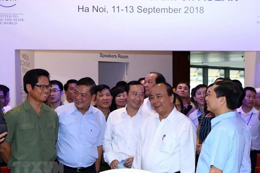 Thủ tướng Nguyễn Xuân Phúc kiểm tra công tác chuẩn bị, tổng duyệt các phương án tổ chức WEF ASEAN. Ảnh: TTXVN
