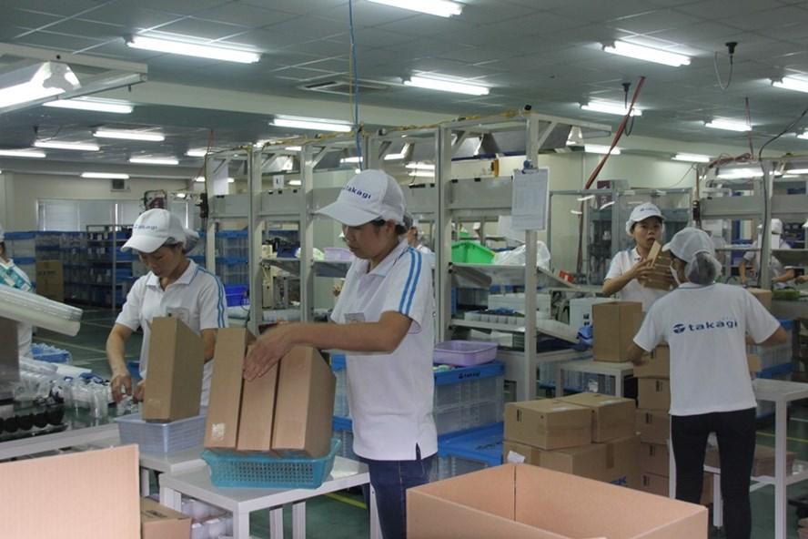 BHXH Việt Nam tiếp tục đẩy mạnh công tác phát triển đối tượng tham gia bảo hiểm. Trong ảnh là CNLĐ tại một doanh nghiệp đóng trên địa bàn tỉnh Hưng Yên. Ảnh: V.L