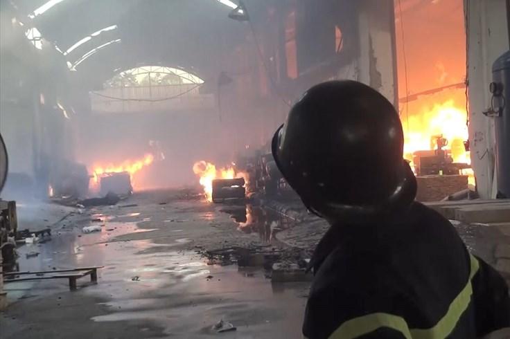 Hỏa hoạn thiêu rụi nhà xưởng công ty gỗ rộng rộng hơn 2.000m²