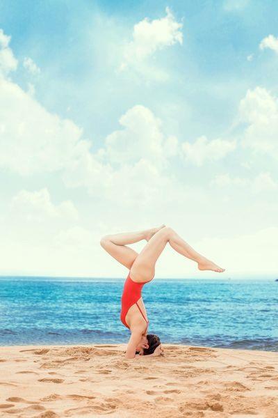 Có những bài yoga tập trước khi ngủ nhẹ nhàng trên giường rất tốt để mang đến giấc ngủ ngon.