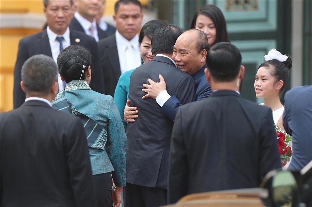 Một vài hình ảnh khác trong lễ đón Thủ tướng Lào và Phu nhân chiều 1.10. Sau lễ đón, hai Thủ tướng hội đàm. Ảnh: Sơn Tùng.