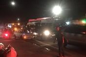 Tai nạn trên quốc lộ 13 gây ùn tắc, người lao động ôm bụng đói về muộn