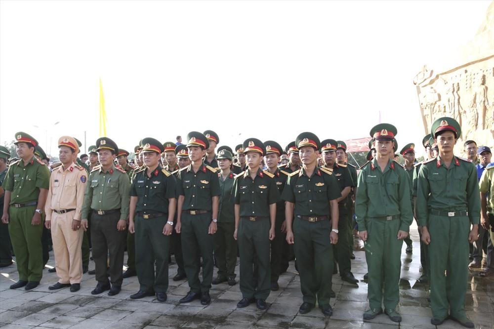 """Hội viên, thanh niên lực lượng vũ trang tham dự trong chương trình Hành trình """"Tôi yêu Tổ quốc tôi"""" năm 2019 tại Cà Mau."""
