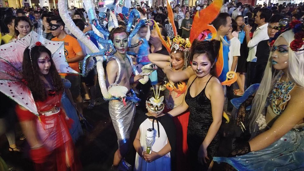 Mặc dù là ngày hội xuất phát từ nước ngoài, nhưng vài năm gần đây, Halloween dường như đã trở thành một ngày được tất cả các bạn trẻ Việt Nam ăn mừng.