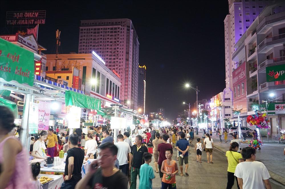 Phố Cao Thắng được quy hoạch xây dựng phố đêm, tạo ra nơi dạo chơi,, mua sắm, thư giãn cho người dân thành phố Vinh và các vùng phụ cận