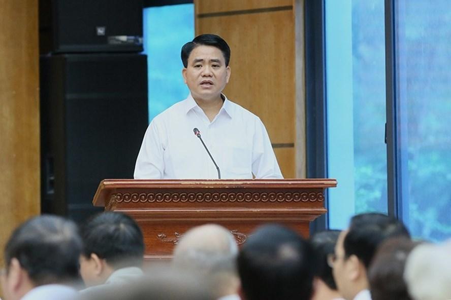Chủ tịch UBND thành phố Hà Nội Nguyễn Đức Chung phát biểu tại buổi tiếp xúc cử tri. Ảnh N.T
