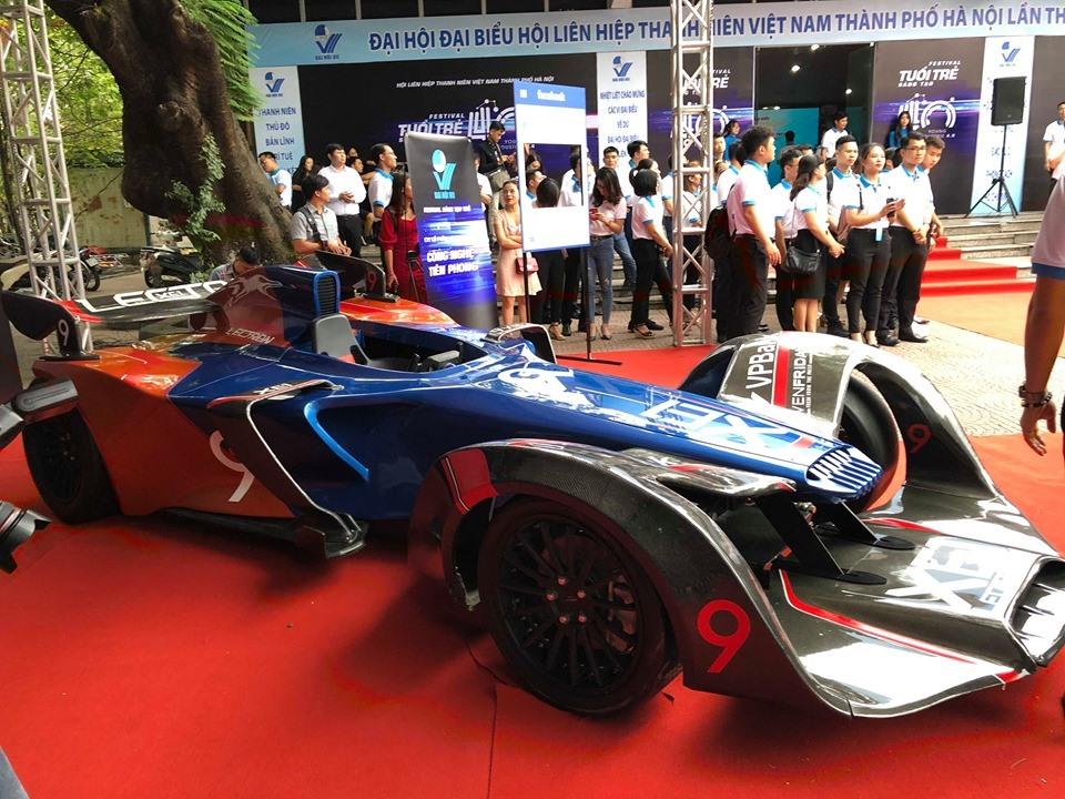 """""""Siêu xe F1"""" – Lectron XE1 có động cơ chạy bằng điện, thân thiện với môi trường. Ảnh: Sơn Tùng."""