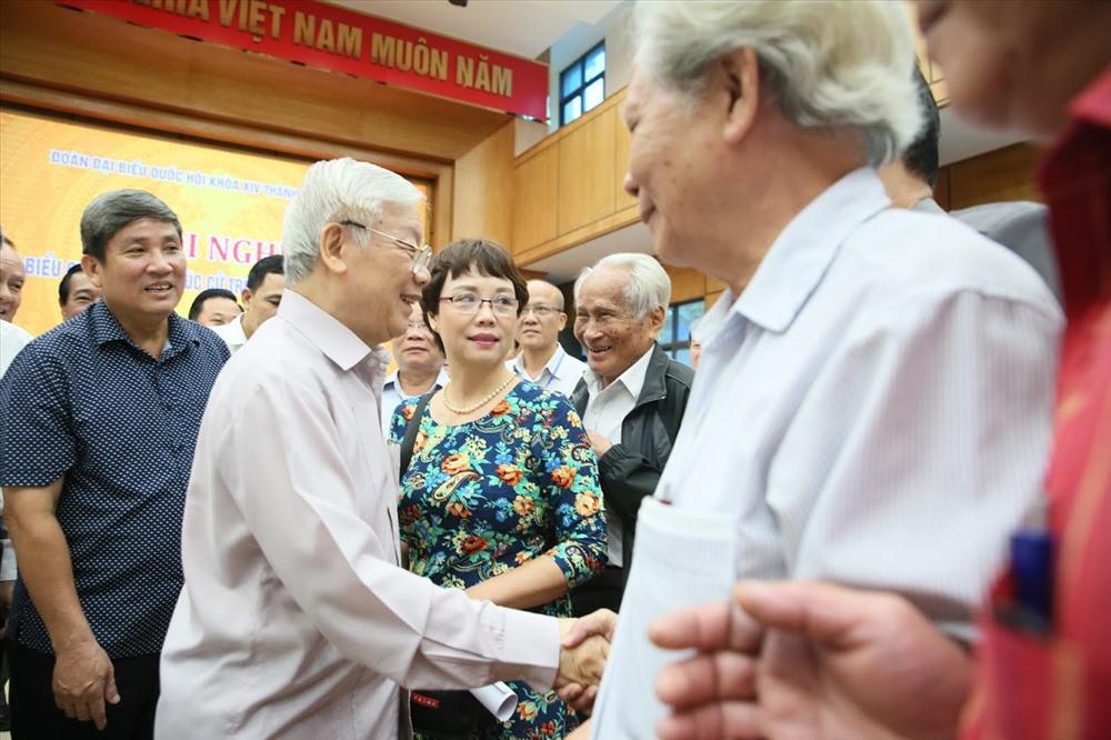Tổng Bí thư, Chủ tịch Nước Nguyễn Phú Trọng tiếp xúc cử tri TP.Hà Nội ngày 15.10. Ảnh: NGỌC THẮNG