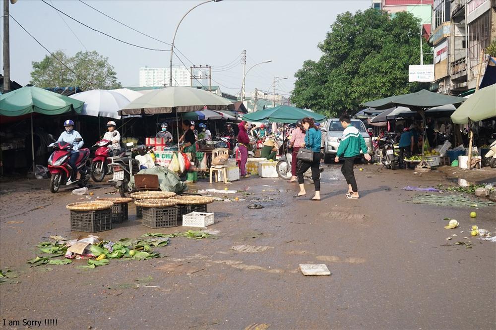 Đường Hồng Sơn ngập ngụa sau trận mưa lớn. Ảnh: QĐ