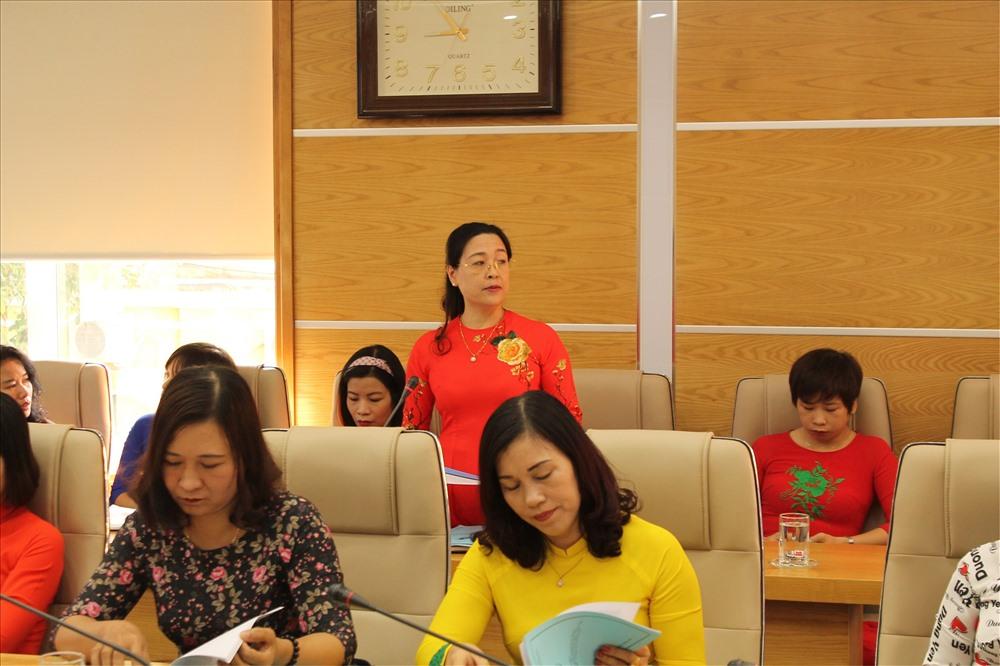 Đại biểu LĐLĐ quận Ngô Quyền tham gia ý kiến tại hội thảo. Ảnh MD
