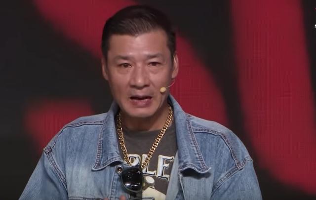 Võ Hoài Nam kể lại cảnh đóng bắt cướp bị gãy ngón tay út. Ảnh: VTV.