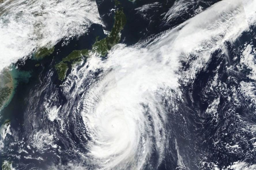 Hai cơn bão liên tiếp đang hướng vào Nhật Bản. Ảnh: AP.