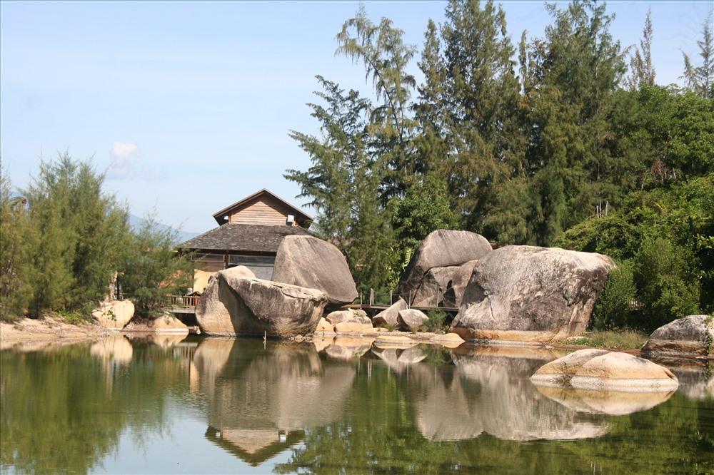 """""""Tôn trọng tự nhiên"""" là tiêu chí được ưu tiên hành đầu tại khu du lịch tiêu chuẩn quốc tế trên bán đảo Hòn Hèo (Khánh Hòa) vì mục tiêu phát triển du lịch bền vững. Ảnh: P.Linh"""