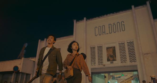 """""""Trời sáng rồi, ta ngủ đi thôi"""" là câu chuyện tình một đêm không hàm chứa tình dục giữa hai người trẻ tuổi tình cờ va vào nhau trên đất Sài Gòn. Ảnh: NSX."""