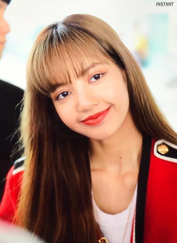 Là thành viên nhỏ tuổi nhất nhưng Lisa sở hữu nhan sắc, thần thái không kém gì các chị trong Black Pink. Lisa hiện là thành viên dày đặc show quảng cáo, sự kiện. Ảnh: IN.