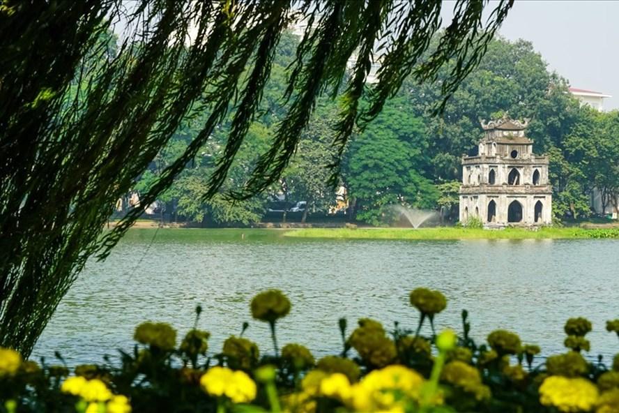 Hồ Gươm - biểu tượng của Hà Nội. Ảnh: Tạ Quang