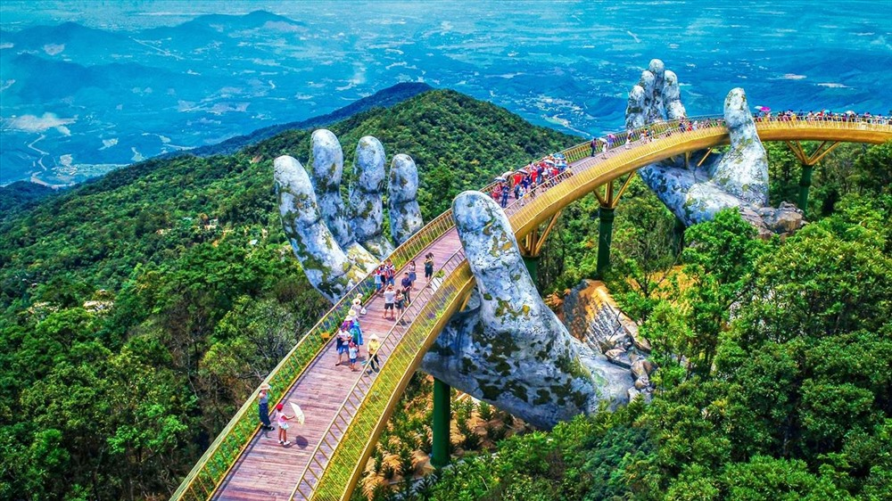 Cầu Vàng – công trình kiến trúc độc đáo trên đỉnh Bà Nà đang làm khuynh đảo giới truyền thông quốc tế