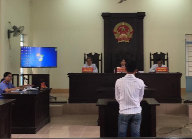 Bị cáo Trần Văn Nhẫn tại phiên tòa. Ảnh: VKSND huyện Thới Lai