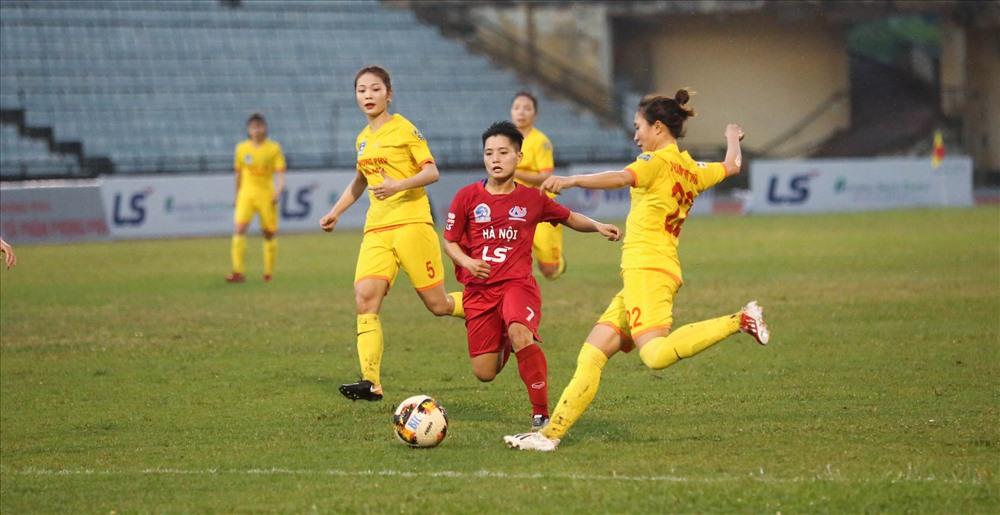 Các cô gái Hà Nam chịu thất bại 0-1 trước Hà Nội và đánh mất luôn huy chương tại giải đấu.