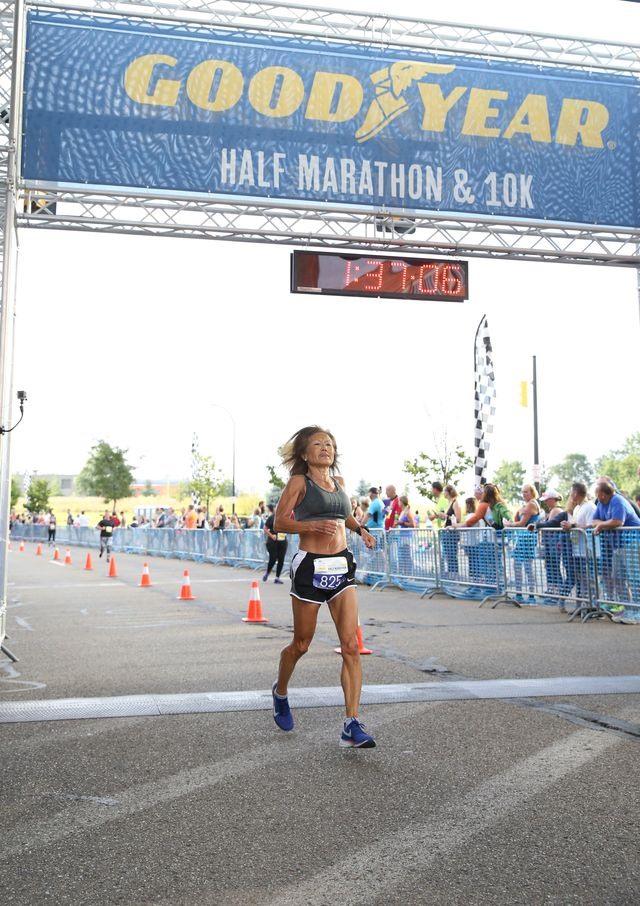 Bà Jeannie Rice lập kỷ lục thế giới chạy half marathon
