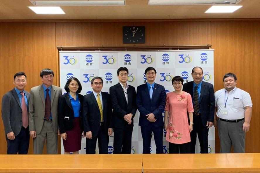 Đoàn Đại biểu Tổng LĐLĐVN chụp ảnh lưu niệm với đoàn đại biểu Tổng Công đoàn Nhật Bản. Ảnh: B.T