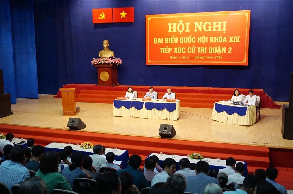 Đại biểu Quốc hội TP Hồ Chí Minh tiếp xúc cử tri quận 2. Ảnh: M.Q