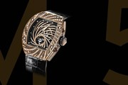 Trộm ở Paris táo tợn giật đồng hồ gần triệu đô từ tay du khách Nhật