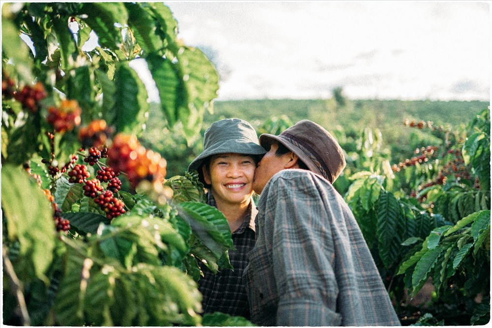Toàn bộ khung cảnh, hình ảnh trong bộ ảnh đều được thực hiện tại nhà và rẫy của bố mẹ Lưu Xuân Đức.