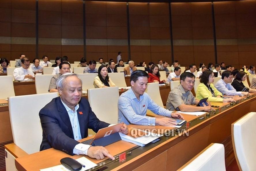 Đại biểu Quốc hội biểu quyết thông qua Nghị quyết về kế hoạch phát triển kinh tế - xã hội năm 2020.