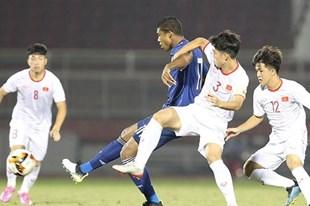 Bế tắc trước U19 Việt Nam, tiền đạo U19 Nhật Bản nhận thẻ đỏ vì chơi xấu