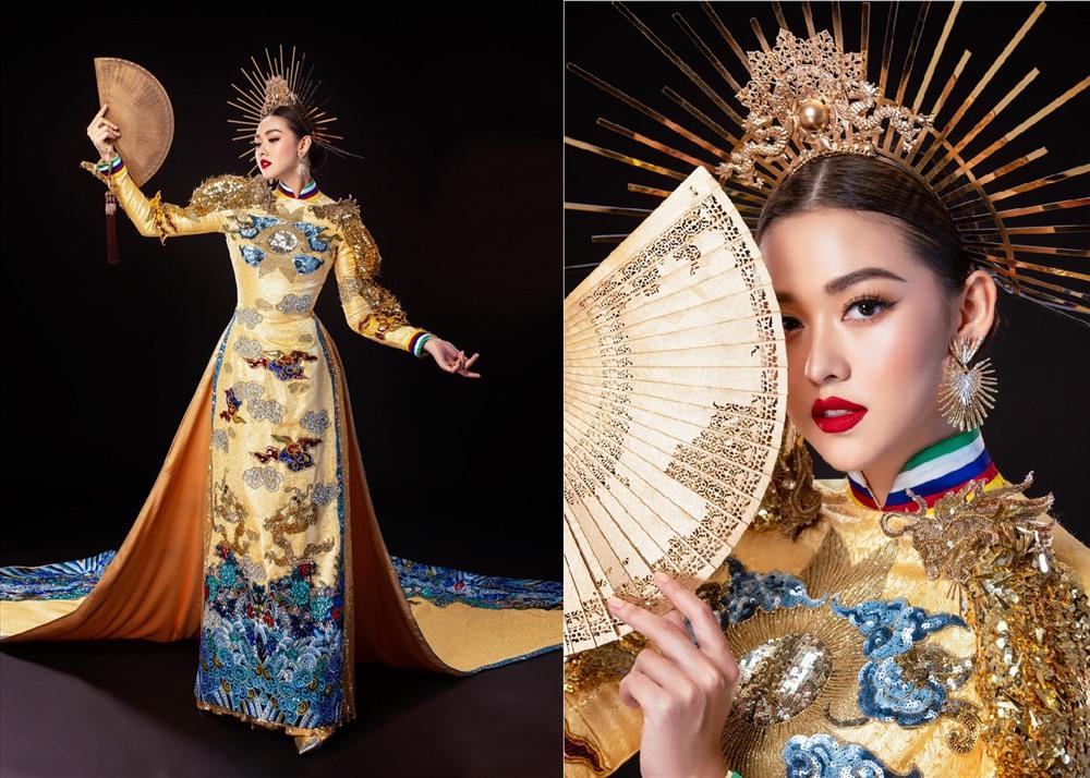 """Trước đó, Tường San đã nhờ người hâm mộ chọn cho mình một trong hai bộ trang phục dân tộc mang theo. Sau cùng, """"Rồng chầu mặt trời"""" của NTK Hồ Hoàng Ca Dao là bộ trang phục được người đẹp lựa chọn để để trình diễn cho đêm thi chung kết. Ảnh: TS."""