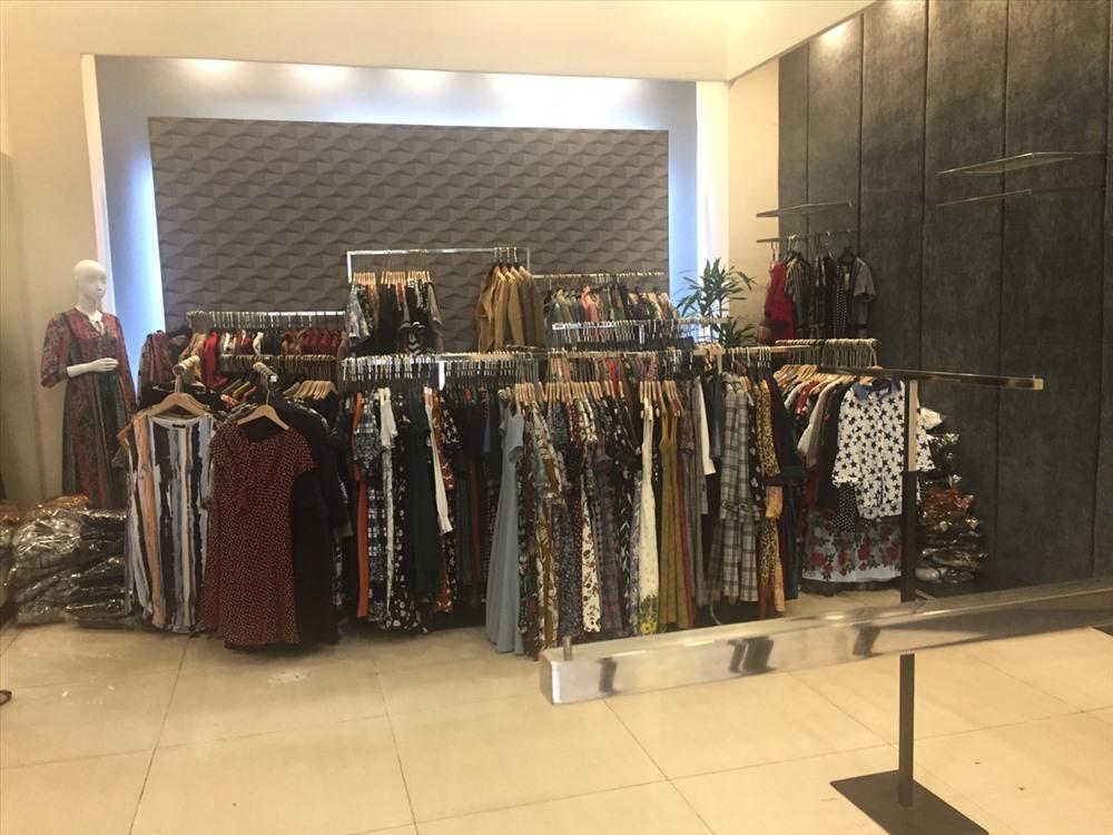 Toàn bộ số hàng hóa được thu giữ tại Cơ sở kinh doanh số 135 Trần Phú, Hà Đông. Ảnh: Quyên Lưu