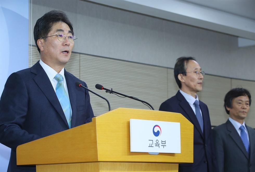 Một vài hình ảnh về không khí kỳ thi đại học tại Hàn Quốc ngày 14.11. Ảnh: Yonhap.