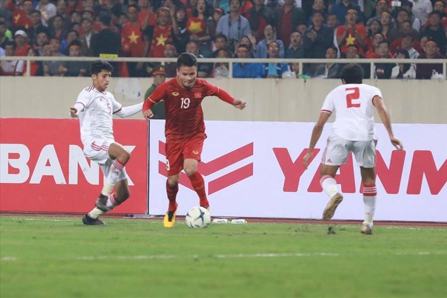 Tuyển Việt Nam đánh bại đối thủ được xem là mạnh nhất tuyển bảng G tuyển UAE với tỉ số 1-0. Ảnh: H.A