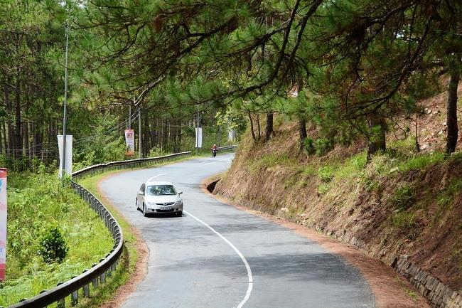 """Tài xế cần chấp hành luật giao thông khi """"phượt"""" trên những cung đường mới lạ. Ảnh ST."""