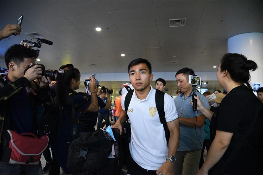 Đội tuyển Thái Lan đặt chân đến Việt Nam, chuẩn bị cho trận đấu diễn ra ngày 19.11 tới. Ảnh: NGỌC DIỆP