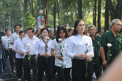Lặng người trước những giọt nước mắt tưởng niệm nạn nhân tai nạn giao thông