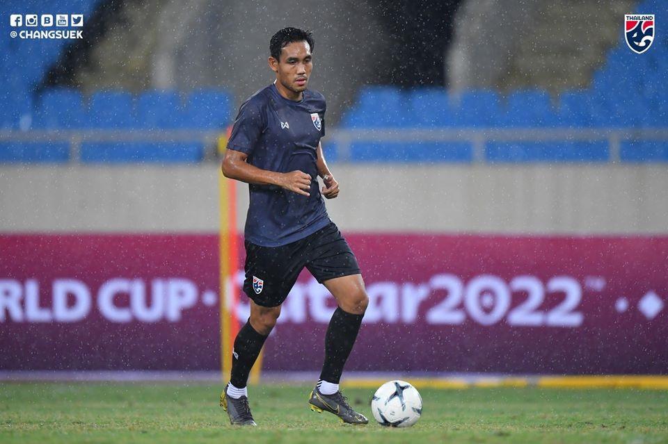 """""""Lão tướng"""" Teerasil Dangda đang rất nỗ lực để có thể xé lưới tuyển Việt Nam nếu được HLV Akira Nishino tin dùng. Ảnh: FAT"""