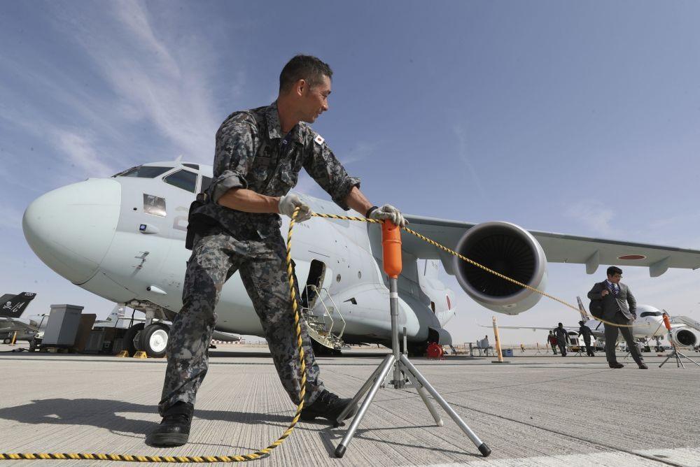 Máy bay vận tải quân sự hai động cơ của Nhật Bản Kawasaki C-2. Ảnh: AP