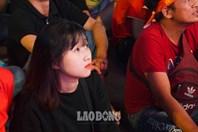Việt Nam vs Thái Lan: Dàn bóng hồng đổ về phố đi bộ Nguyễn Huệ cổ vũ