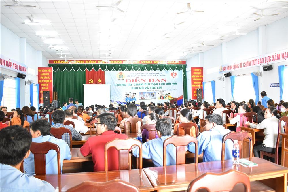 Quang cảnh tại buổi diễn đàn tại Trung tâm bồi dưỡng chính trị quận Thốt Nốt. Ảnh: Thành Nhân