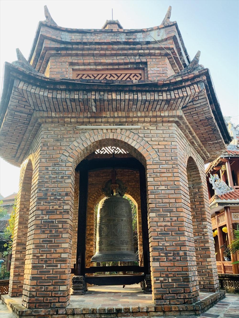 Tháp chuông ở chùa Phước Duyên. Ảnh: TT.