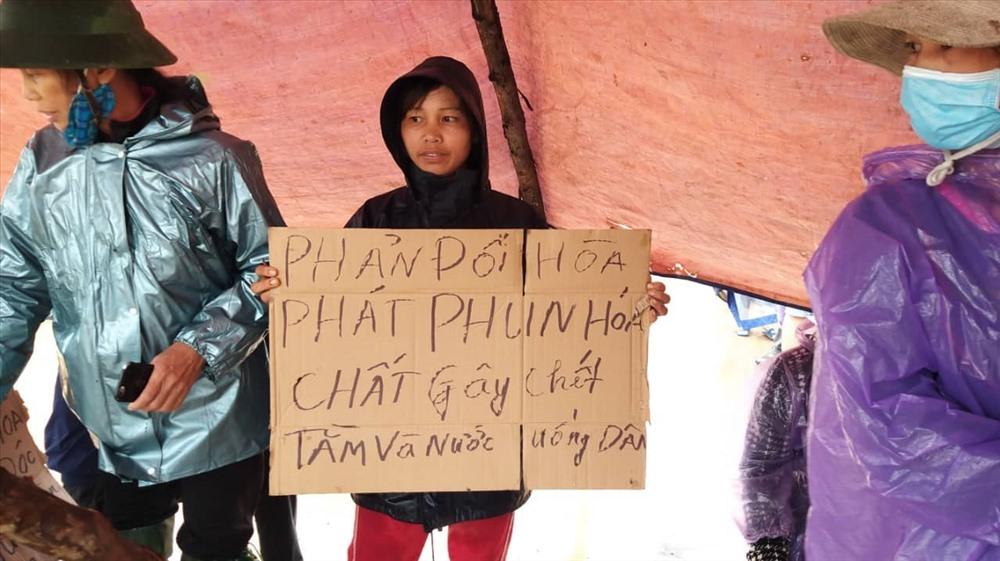 """Dù mới vào hoạt động từ năm 2018, nhưng khu trang trại của Công ty TNHH MTV gia cầm Hòa Phát Phú Thọ tại xã Đồng Lương liên tục gây nên sự bức xúc cho người dân địa phương vì xả thải """"bức tử"""" môi trường. Ảnh: Người dân cung cấp."""