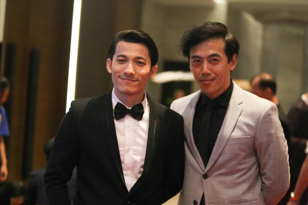 """Đáng nói, """"Song Lang"""" là phim điện ảnh bội thu nhất ở sự kiện với năm giải (Bông Sen Vàng, đạo diễn, nam phụ - Isaac, thiết kế âm thanh và họa sĩ thiết kế mỹ thuật). Leon Lê (bên phải) cũng đã nhận giải giải đạo diễn."""