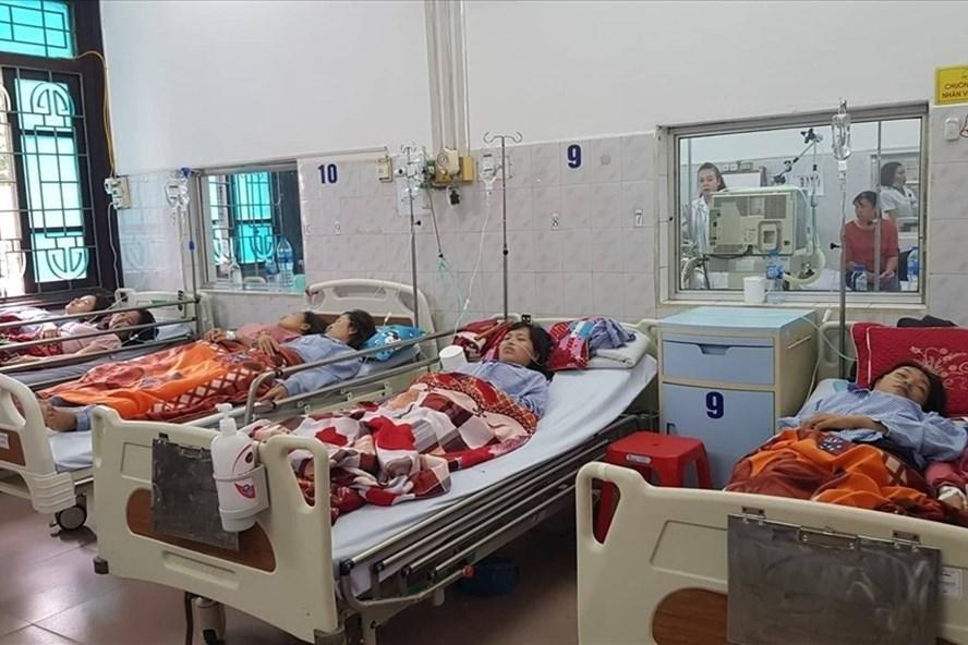 Công nhân nhập viện điều trị tại Bệnh viện đa khoa tỉnh Nam Định. Ảnh: NT